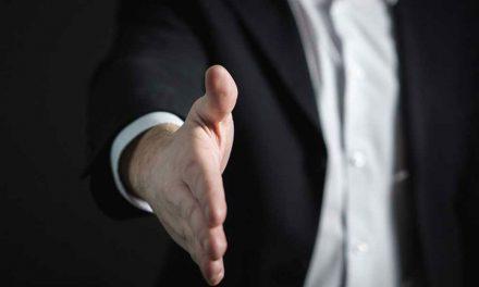 Lettres «types» de licenciement : le gouvernement persiste et signe