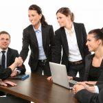 Inégalités salariales femmes-hommes : la construction, l'assurance et la finance pointées du doigt
