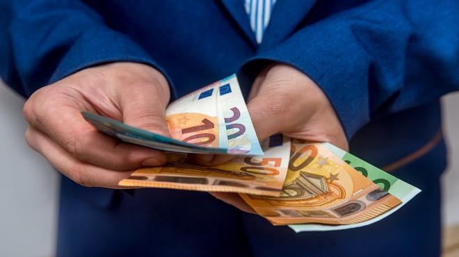 BANQUES : DES PRIMES « COVID » DE 400 À 1.500 EUROS POUR LES SALARIÉS SUR SITE